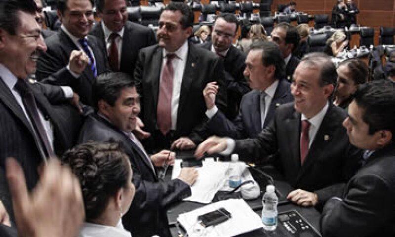 Algunos senadores del PRD faltarán a la discusión en el Pleno en rechazo a la miscelánea. (Foto: Notimex)