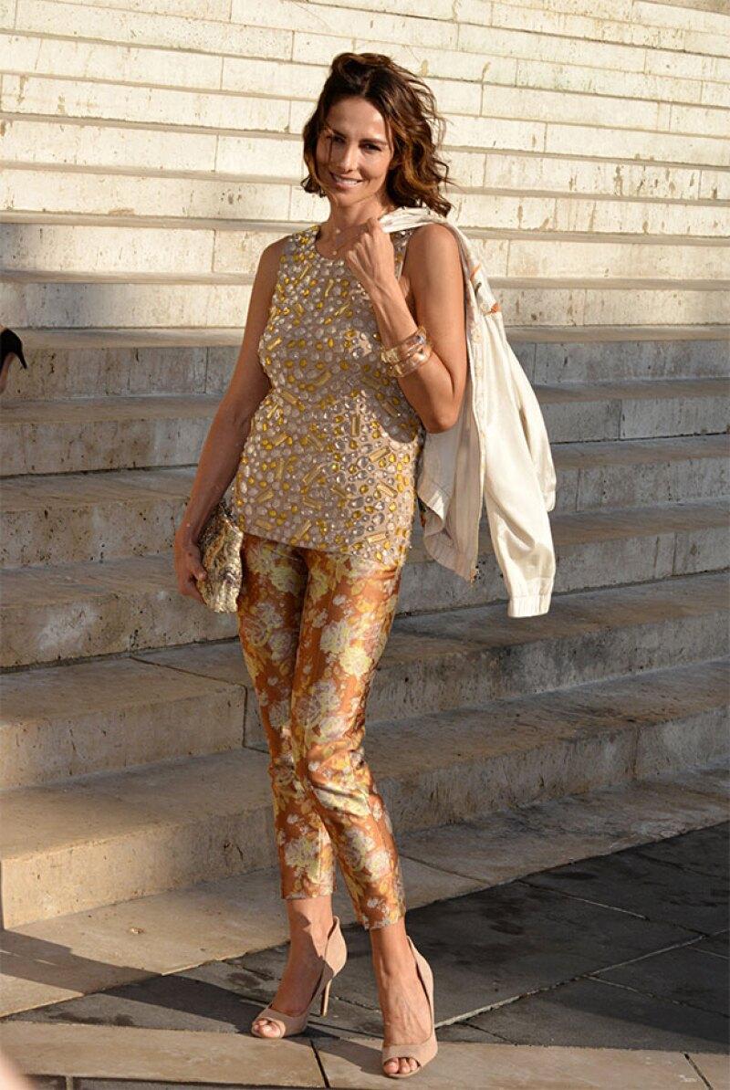 La fashionista se dejó ver durante la semana de haute couture, enamorando a los fotógrafos de street style con sus outfits.