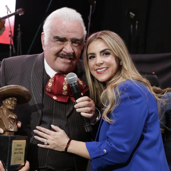 Vicente Fernández y su nieto Fernanda Fernández