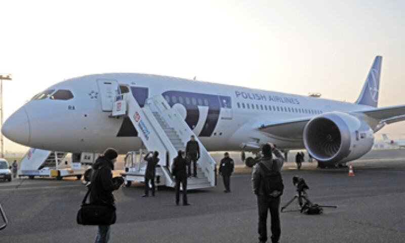 El 787 es el primer jet de pasajeros en usar baterías de ion de litio para energía de reserva y auxiliar. (Foto: AP)