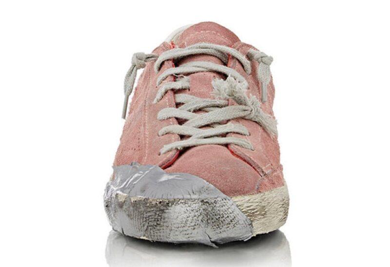 Las personas están criticando los sneakers por burlarse de los homeless.