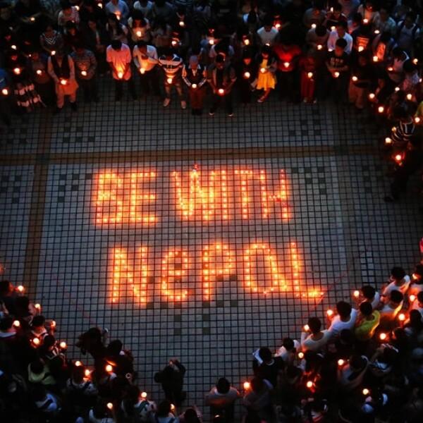 Estudiantes de Nepal y China se reunieron en la Universidad de Nanhua en Hengyang, la provincia central china de Hunan, para recordar a las víctimas del sismo