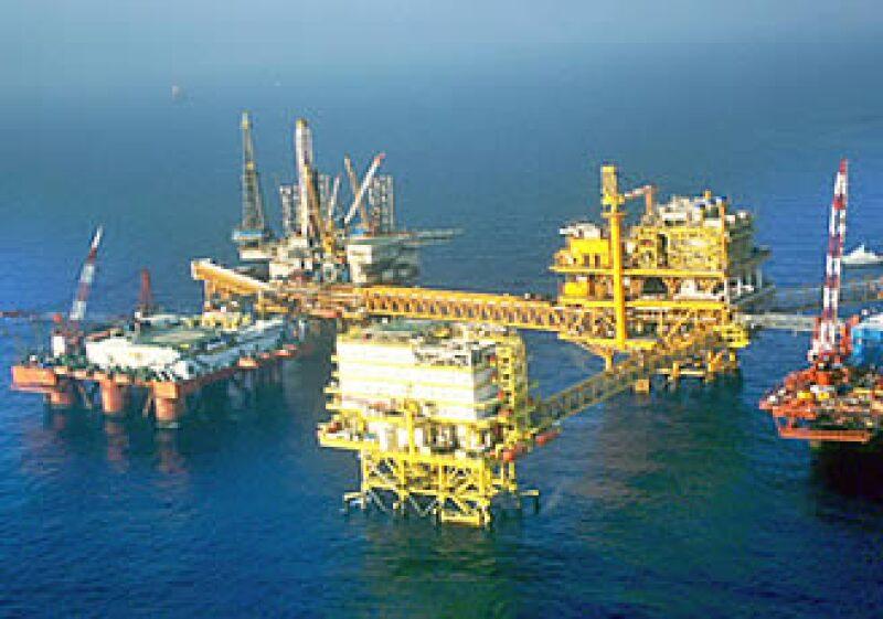 El Yacimiento de Cantarell ha bajado su producción de crudo a casi el 35%. (Foto: Notimex)
