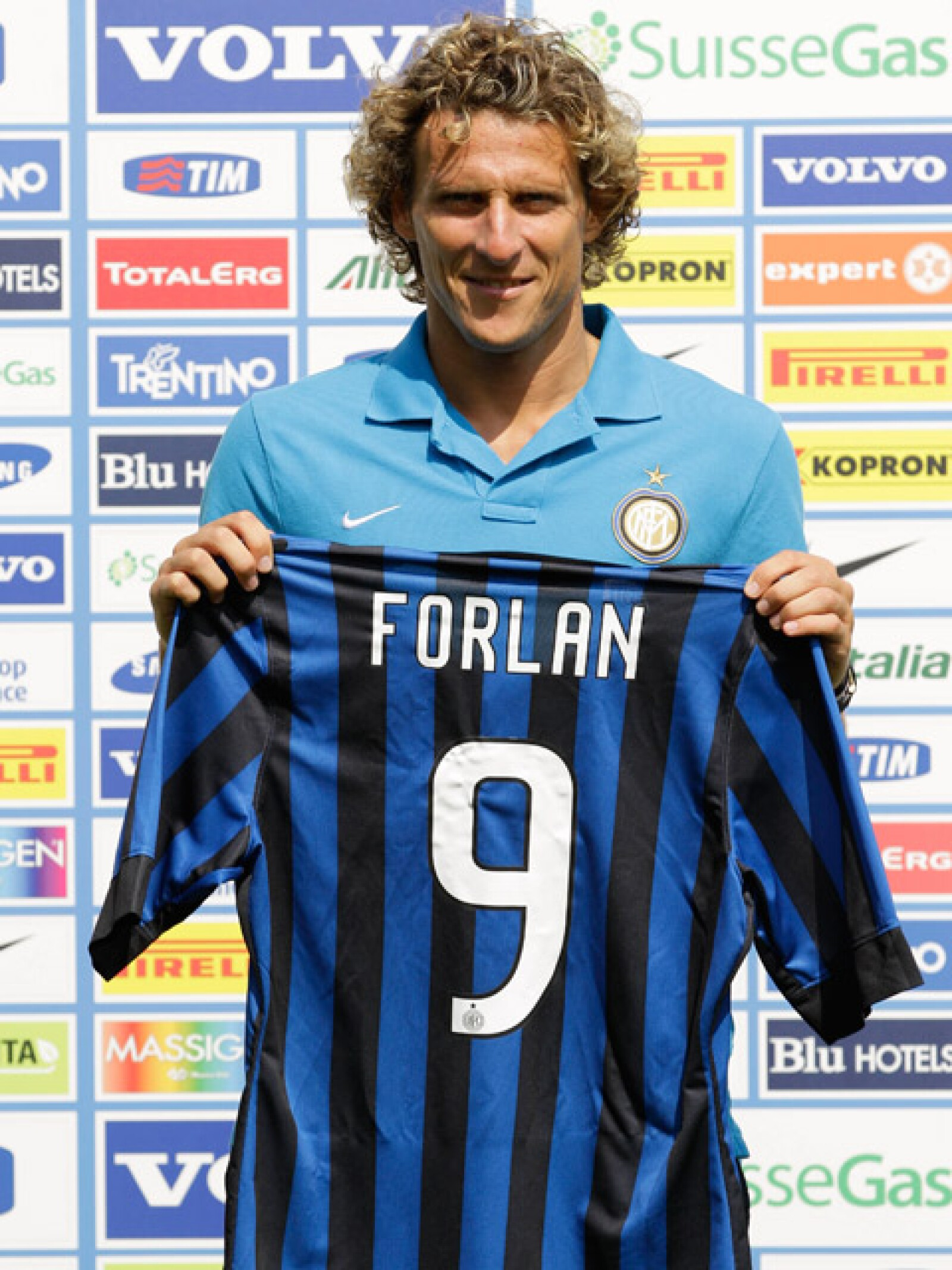El jugador fue presentado ayer como nuevo integrante del Inter de Milán.