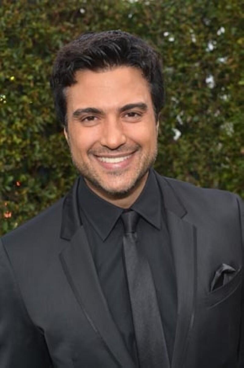 El guapo actor llega a los 40 años como uno de los mexicanos más carismáticos y queridos del medio, y a punto de que se transmita el primer capítulo de la serie en la que trabajó con Eva Longoria.
