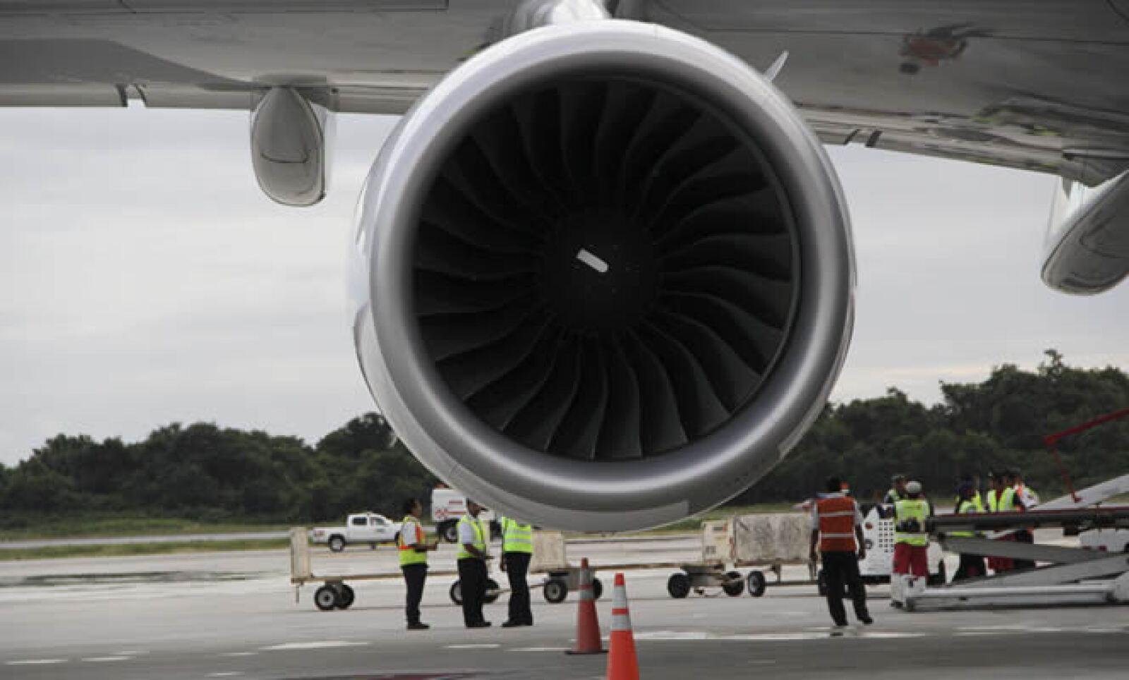 El Aeropuerto Internacional de Cancún recibió este jueves al Air France 380, el avión más grande del mundo.