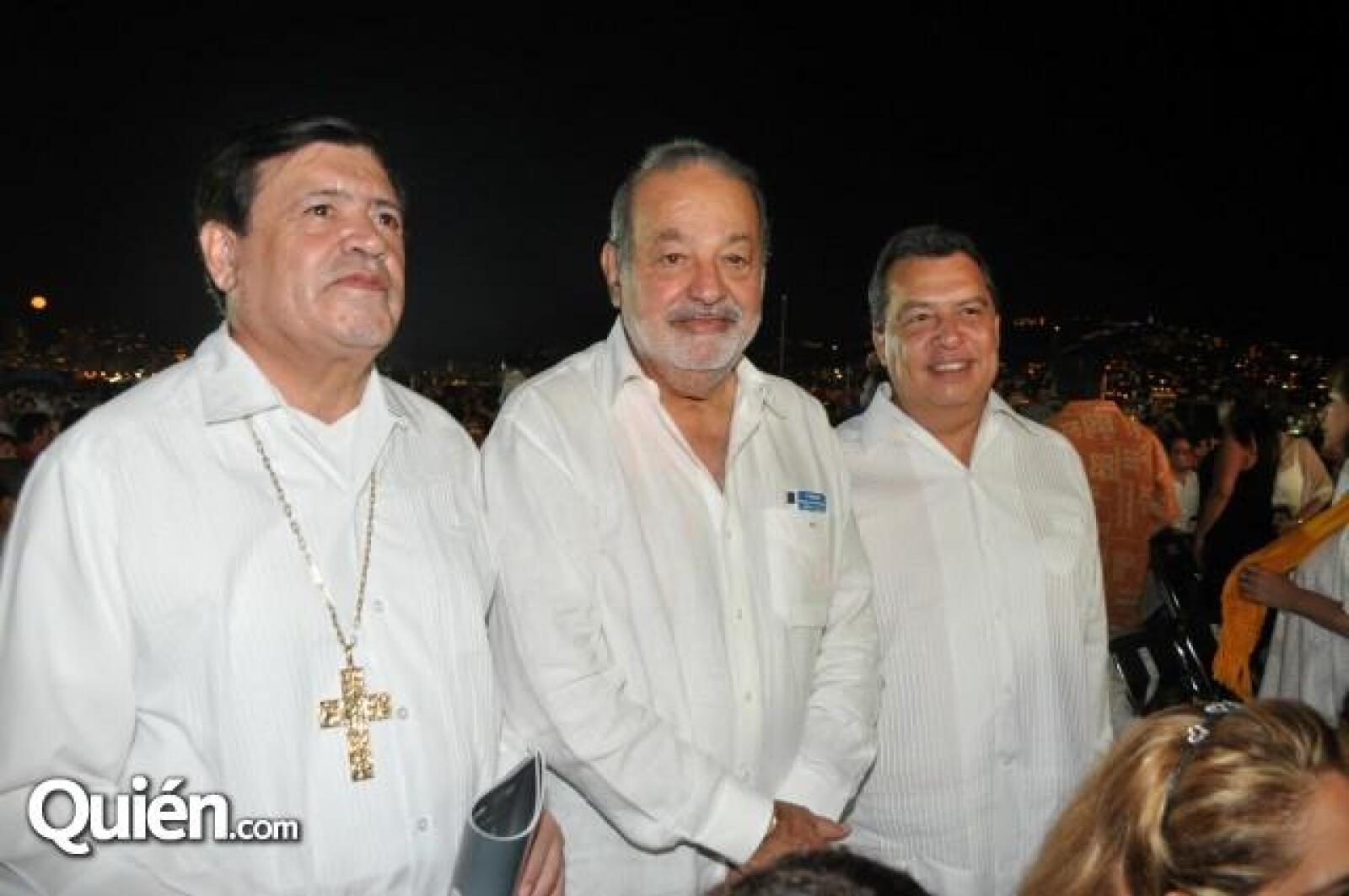 El Cardenal Norberto Rivera Carrera, Carlos Slim y el gobernador de Guerrero, Ángel Aguirre Rivero.