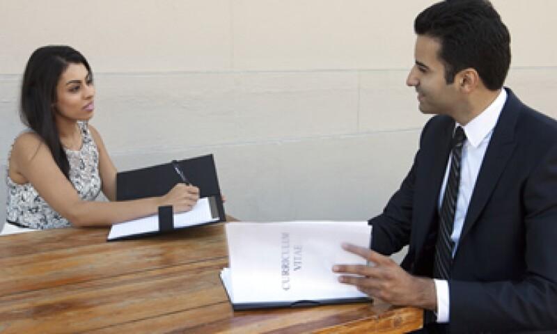 El 53% de los entrevistados opina que la oferta laboral para hombres y para mujeres es equitativa. (Foto: Getty Images)