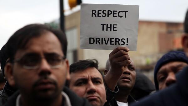 Empleados de Uber habían demandado a Uber en California y Massachussets por no considerarlos empleados y por lo tanto no darles beneficios.