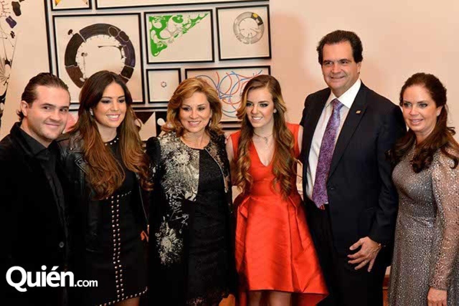 Allan Raider,Fernanda Hinojosa,Tere García de Hinojosa,Renata Richter,Juan Armando Hinojosa y Claudia Ramírez de Richter.