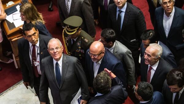 Pedro Pablo Kuczynski, el presidente de Perú, libra la destitución