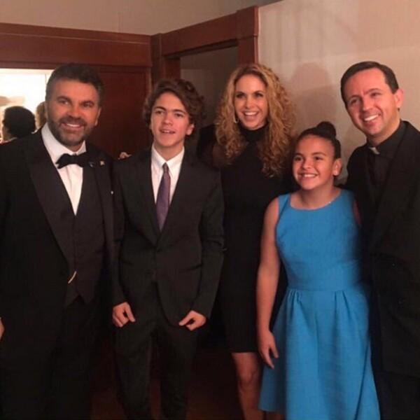 Lucero y sus dos hijos, José Manuel y Lucerito, asistieron la noche de ayer al concierto sinfónico en el Palacio de Bellas Artes, luego de varios años de no dejarse ver en público.