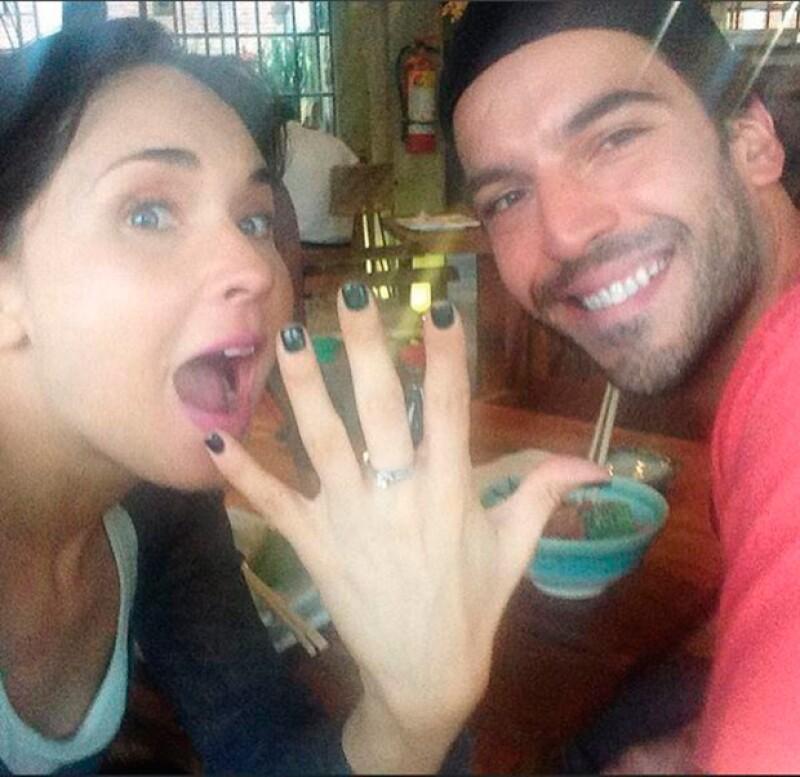"""La actriz compartió en redes sociales una fotografía tras darle el """"Sí"""" al modelo Guto Salas, con quien lleva una relación de ocho años."""