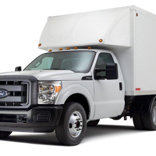 F-350 (Ford). Tiene 385 caballos de fuerza y una capacidad de carga de 3.6 toneladas.