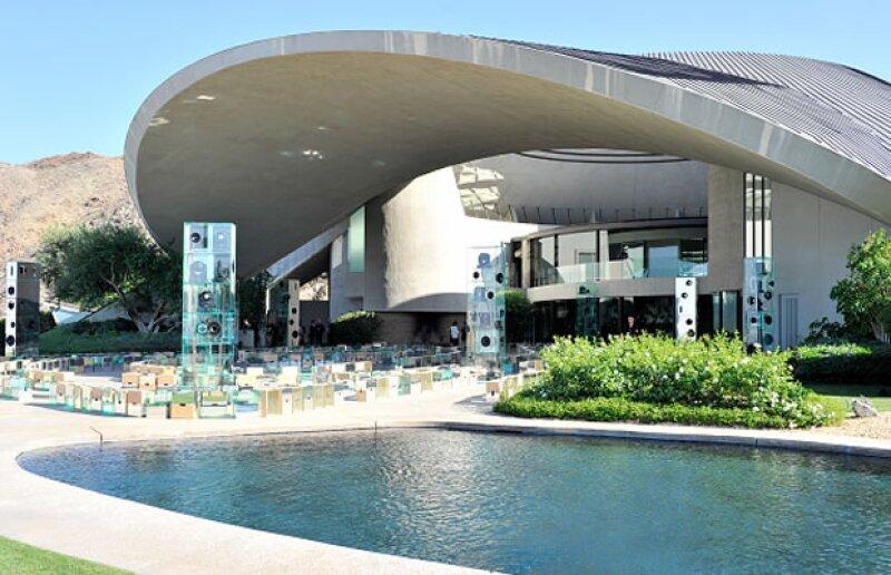 La sede de la más reciente presentación de la firma francesa fue la casa del difunto comediante Bob Hope y su esposa Dolores.