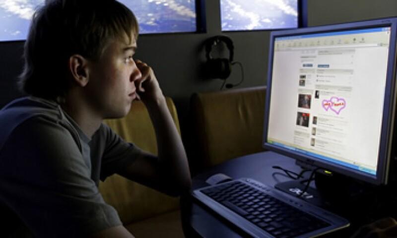 Facebook está interesada en acercarse a los medios tras enfrentar la competencia de Google +. (Foto: AP)
