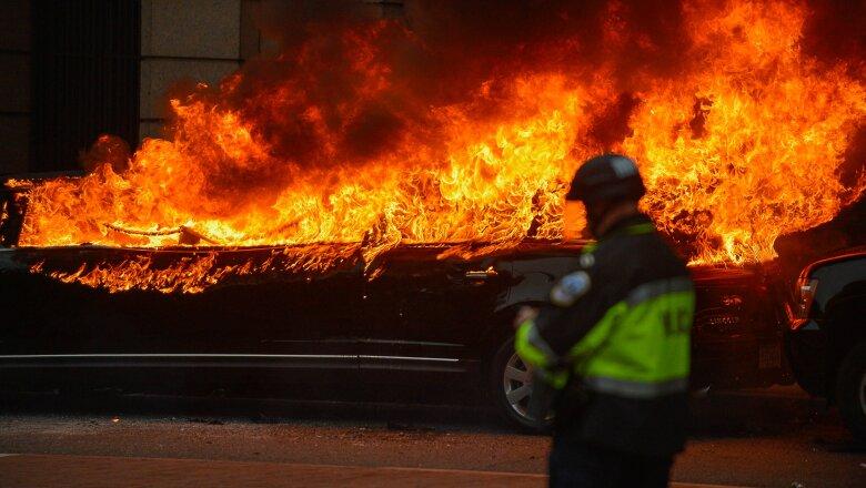 Carro en llamas