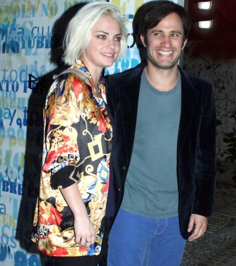 Con un look urbano y cómodo, la pareja fue captada en el estreno de la obra de teatro de la actriz en Buenos Aires. Esta pareja es tal para cual, al menos en el estilo.