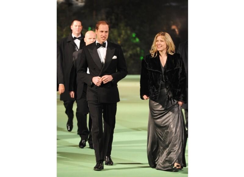 El Príncipe fue recibido por la gerente del cinema Tessa Street.
