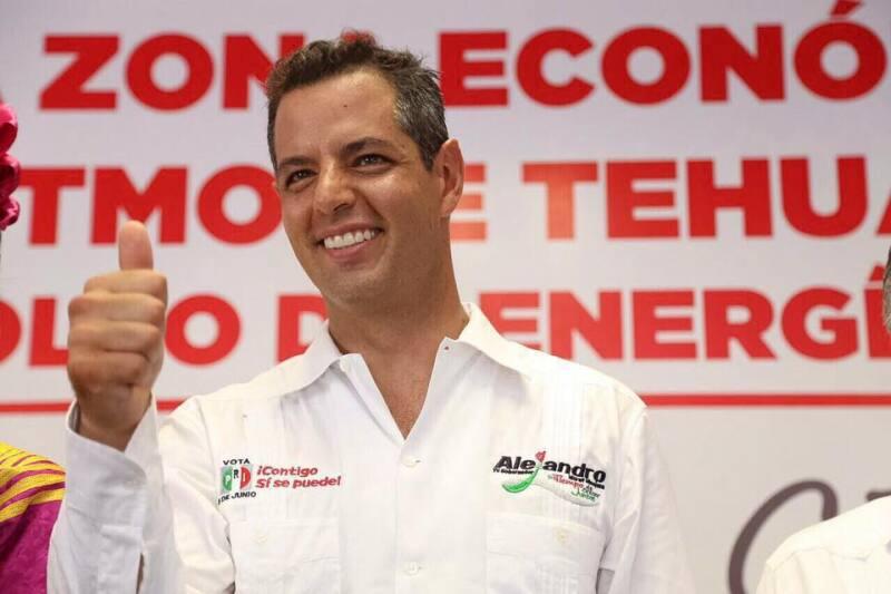 El TEPJF falló a favor de Murat Hinojosa al señalar que es suficiente ser hijo de padres oaxaqueños pra ser candidato a la gubernatura.