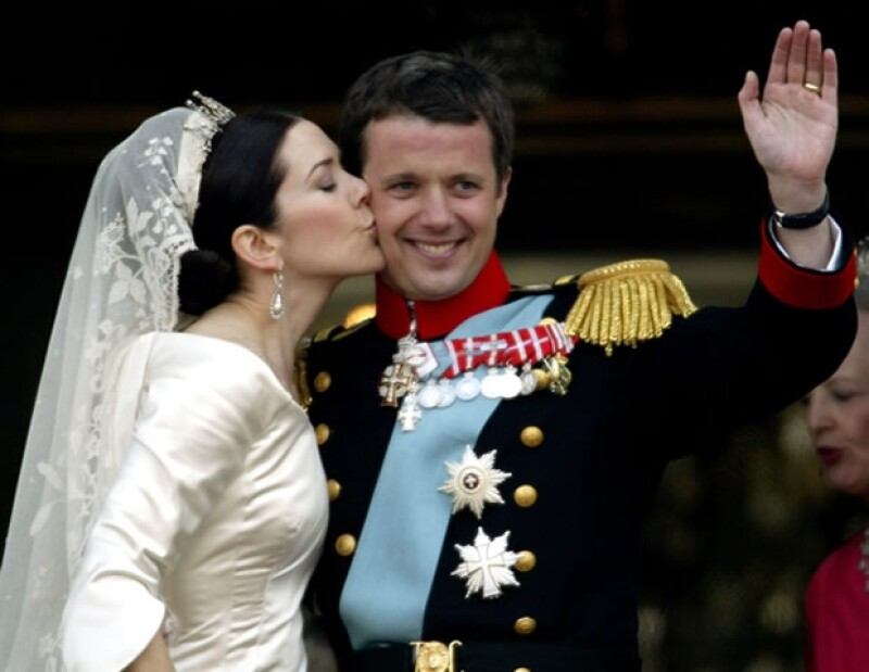 El día de hoy los futuros reyes de Dinamarca cumplen 10 años de casados. Aquí un recuento de su historia de amor, un cuento de hadas donde la plebeya se quedó con el príncipe.