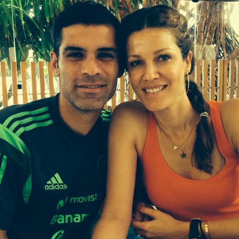 La guapa conductora no reparó en felicitar a su esposo por el gran trabajo durante el encuentro contra Croacia con marcador final de 3-1, a favor de México.