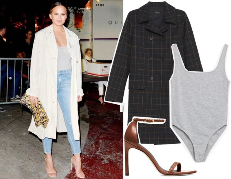 Eleva tu look al elegir un bodysuit liso y un saco largo que balanceé lo sexy de tu look. Saco: Theory. Bodysuit: Zara. Zapatos: Stuart Weitzman.