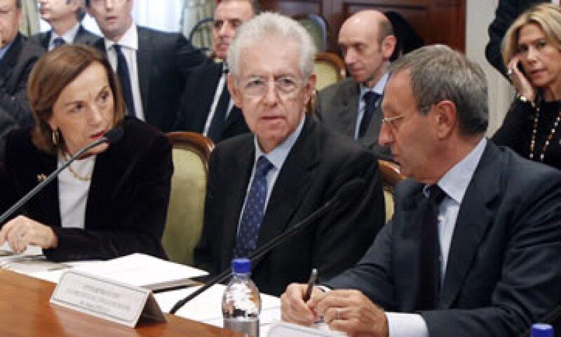 Mario Monti ha estado reuniéndose con partidos, sindicatos, grupos empresariales y otros para generar consenso sobre sus planes anticrisis.  (Foto: AP)