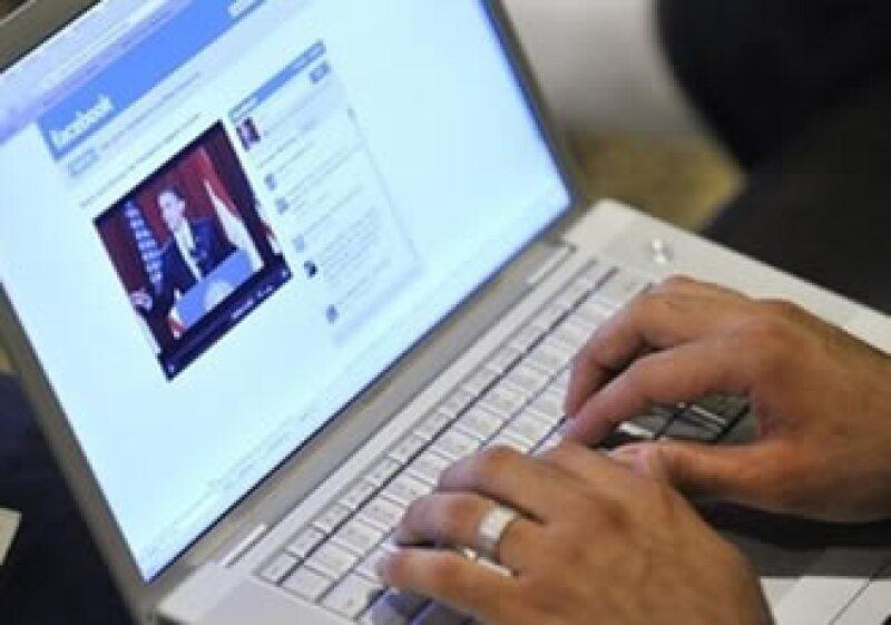 Facebook podría ganar miles de millones de dólares en ventas de publicidad.  (Foto: AP)