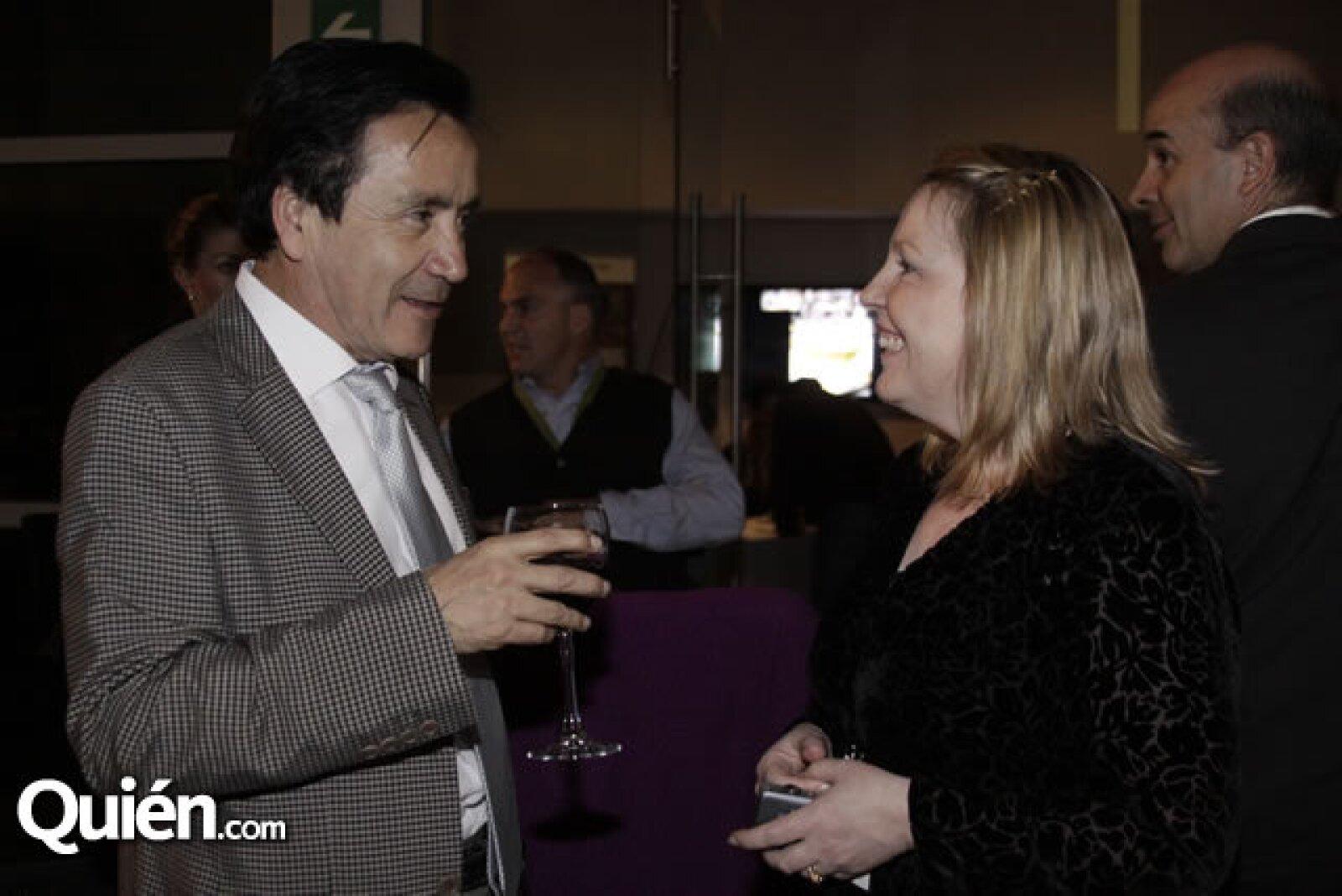 Raúl Estrada y Deborah Newmark