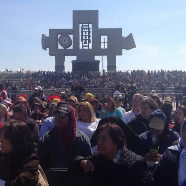 Fieles esperan desde la mañana del sábado en la Basílica de Guadalupe para escuchar el servicio religioso del pontífice.