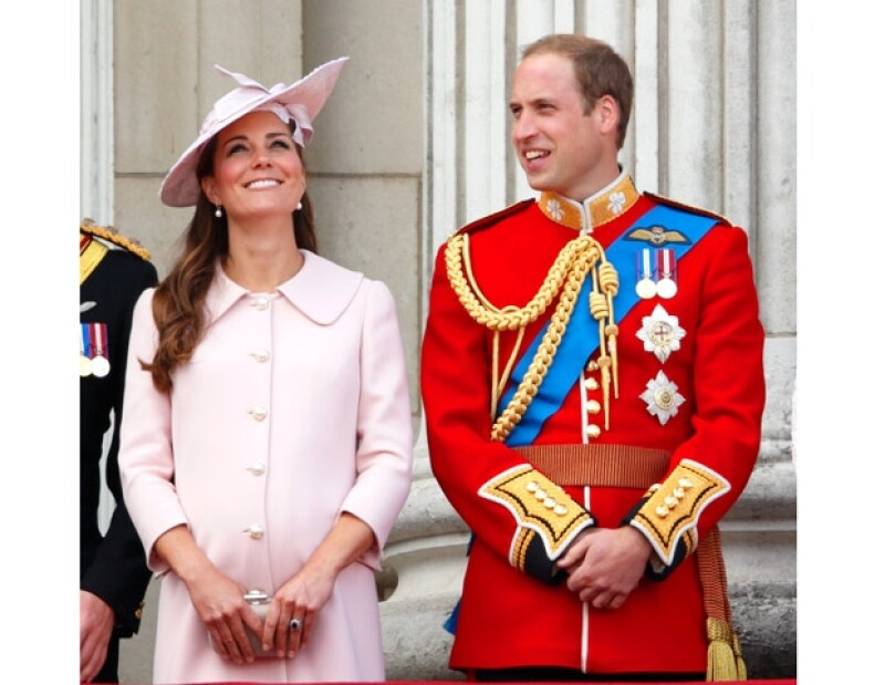 El ginecólogo que atendió durante 18 años a la reina Isabell II, Marcus Setchell, recibió una llamada del Palacio de Buckingham pidiéndole que se jubile hasta que nazca el último hijo de los duques.
