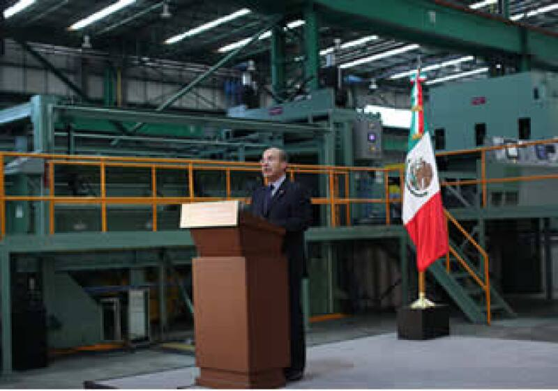 El presidente Felipe Calderón inauguró la acerera que fortalecerá la siderurgia mexicana. (Foto: Notimex)