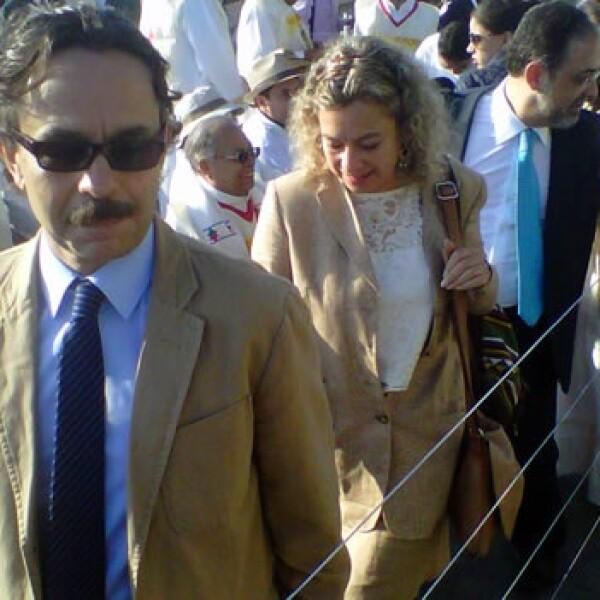 El aspirante presidencial del Partido Nueva Alianza, Gabriel Quadri, espera en el parque Bicentenario la misa masiva del Papa.