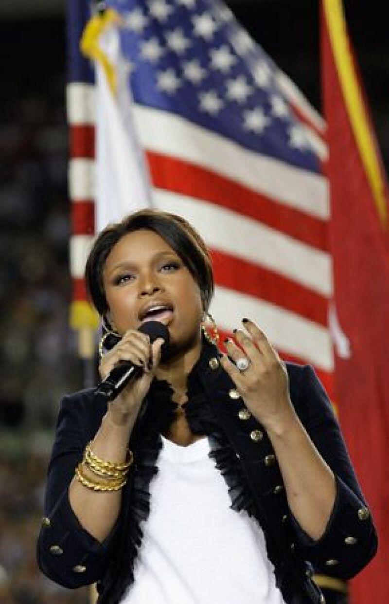 La cantante estadounidense tuvo un regreso triunfante a los escenarios este domingo, tres meses después de que su madre, hermano y sobrino fueran asesinados.