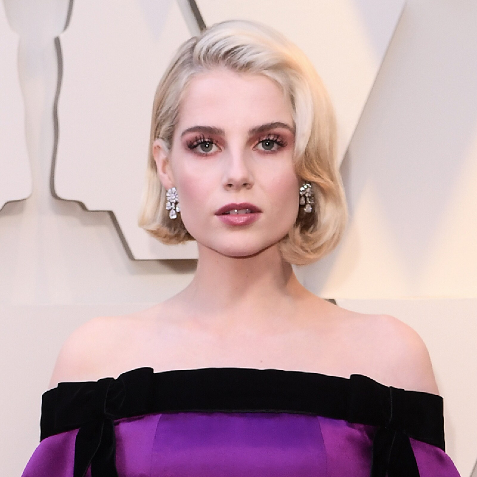 oscares-oscar-beauty-looks-alfombra-roja-academy-awards-Lucy-Boynton.