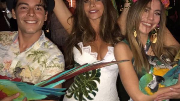 Sofía Vergara festeja la llegada del verano con fiesta muy tropical