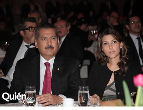 Manlio Fabio Beltrones y Sylvana Beltrones en la entrega de la presea Quién 50.