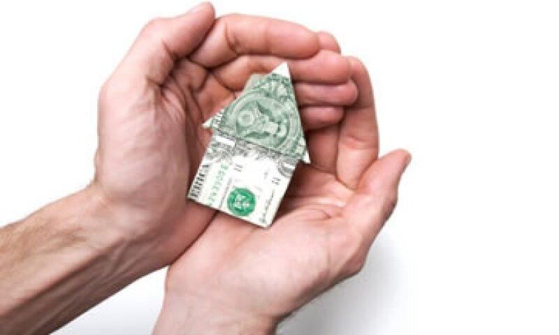 Los estadounidenses ricos son más proclives que cualquier otro grupo de ingresos a elegir las acciones bursátiles como la mejor inversión. (Foto: Getty Images)