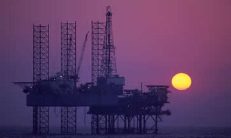 El petróleo operó entre los 99.95 y los 94.01 dólares. (Foto: Photos to go)
