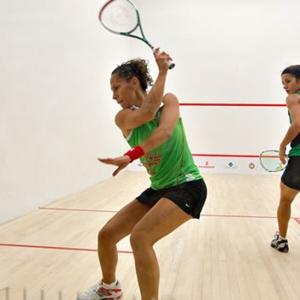 Nallely Hernández y Samantha Terán compiten en squash