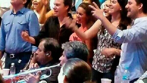 La noche de ayer la actriz y su novio, el gobernador de Chiapas, asistieron y disfrutarion del concierto que ofreció la cantante en el Palenque de Tapachula.