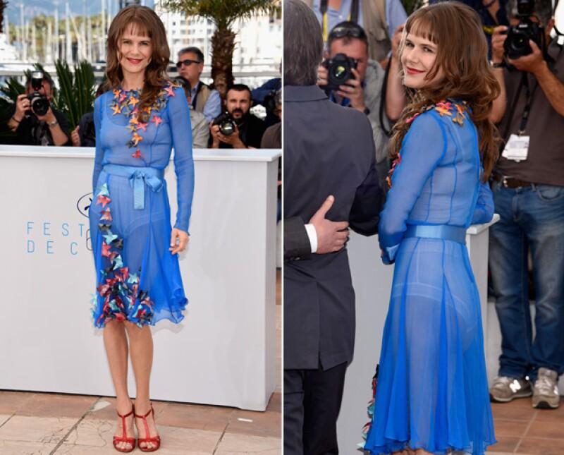 La actriz mexicana reaparece en escena en el marco del festival francés, siguiendo una peculiar tendencia de moda también usada por Natalie Portman y Diane Kruger.
