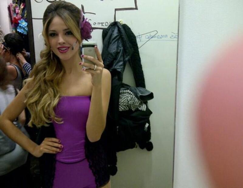 La cantante y actriz subió a su cuenta de Twitter imágenes de la obra musical que protagoniza, I Love Rome y Julieta, junto a Alan Estrada.
