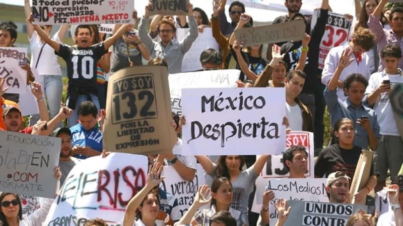 jóvenes protestan en la ibero