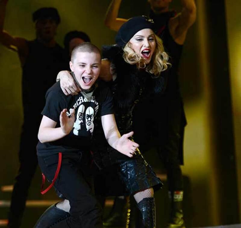 Así lucía Rocco en 2012, cuando su mamá demostró en el escenario su habilidades musicales.