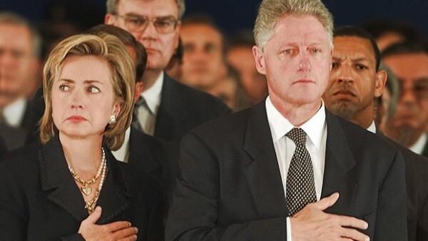 Pareciera que el caso Lewinsky ya quedó en el pasado, sin embargo un nuevo rumor de un affaire que tuvo con Elizabeth Hurley podría afectar la carrera de su esposa Hillary para las elecciones de 2016.