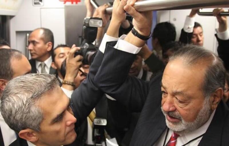Miguel Ángel Mancera y Carlos Slim intercambiaron algunas palabras durante el viaje.