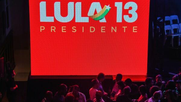 A pesar de estar tras las rejas, Lula da Silva es el candidato presidencial del PT