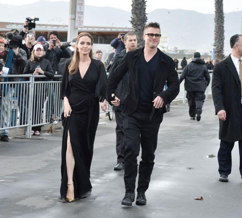 Angelina y Brad decidieron no pasar por la alfombra de la entrega de premios y entraron por la puerta de atrás.